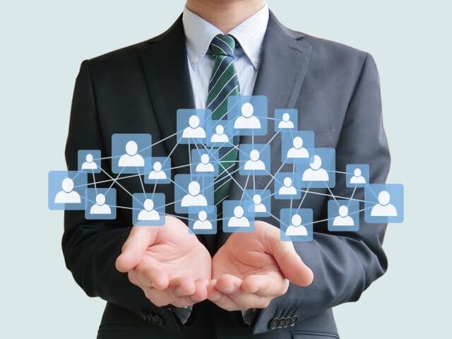サラリーマンがネットワークビジネスを展開イメージしている画像